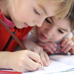 czy dzieci potrzebują pracy domowej