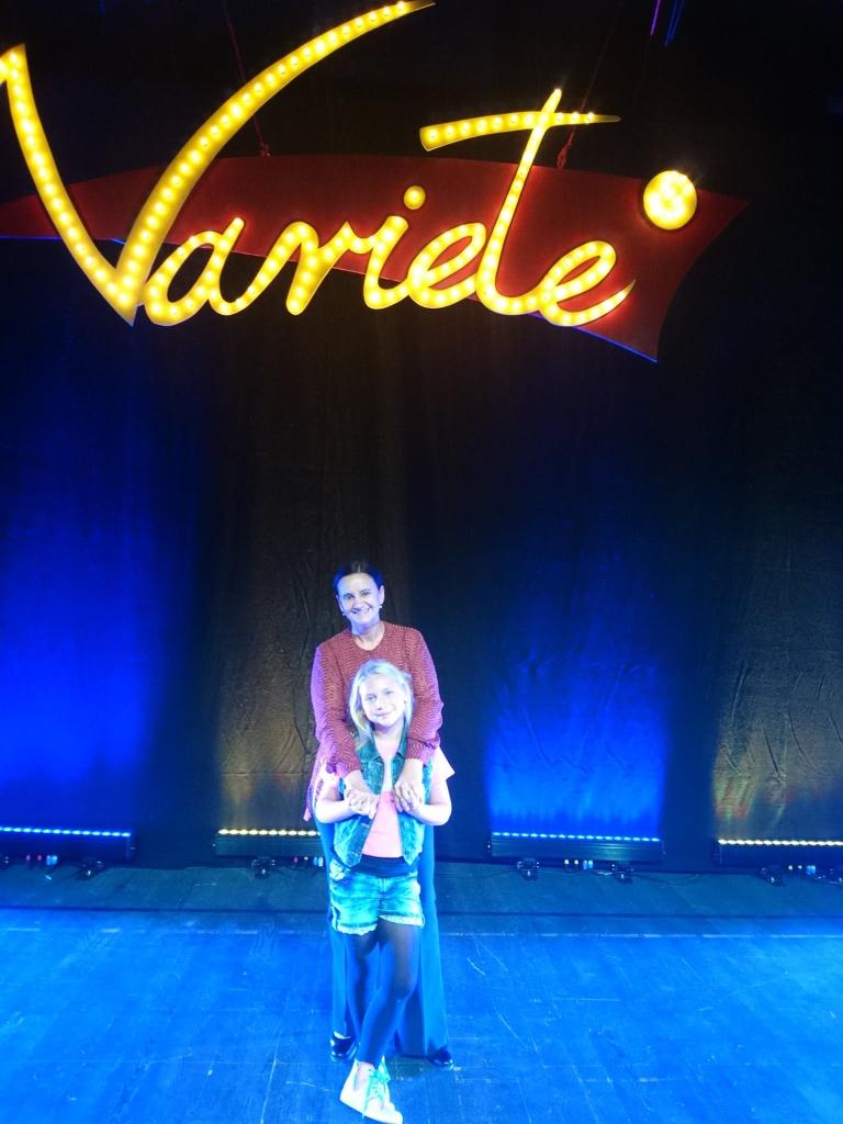 "Dominika Matysik na scenie ""Variete"" w Centrum Spotkania Kultur"